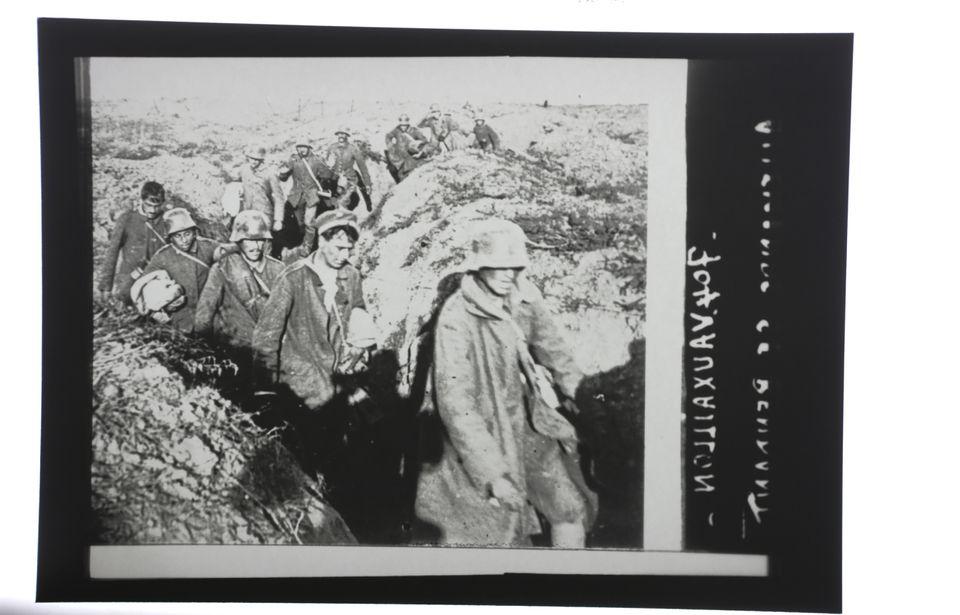 This print shows German prisoners.