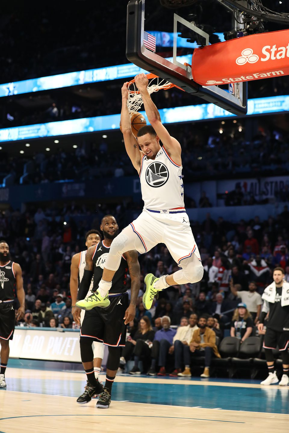 Stephen Curry hit only 6 of 23 shots, but had no problem with this fourth-quarter dunk.