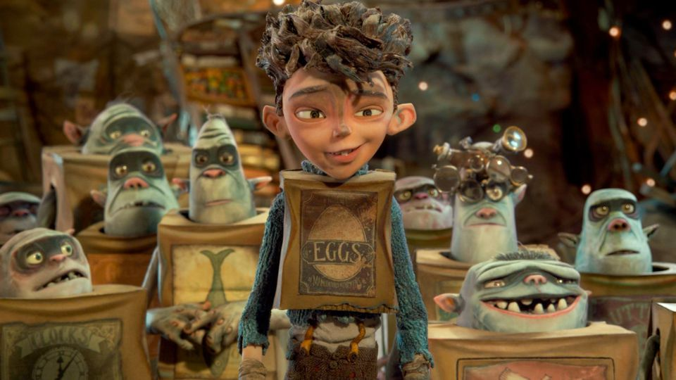 A boy named Eggs lives among boxtrolls beneath the town of Cheesebridge, then goes to the surface to save his tribe.