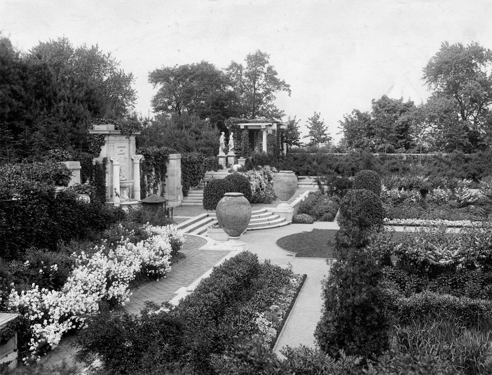 The crown jewel of Larz and Isabel Anderson's 64-acre estate was the Italian Garden, pictured in this 1907 photo.