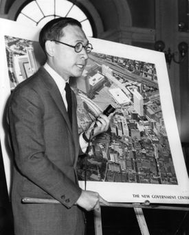 Pei explained the site plan and traffic patterns for the new Government Center and Scollay Square at a Boston Redevelopment Authority hearing in Boston on April 17, 1963.