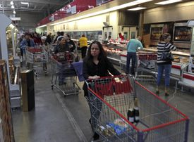 At supermarkets like this Costco in Mexico City, shoppers have more options, such as cranberries, chai, and lemons.