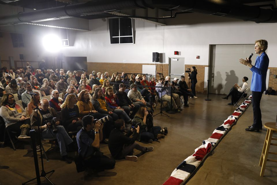 Warren's stop in Cedar Rapids came a day after she officially began her presidential effort.
