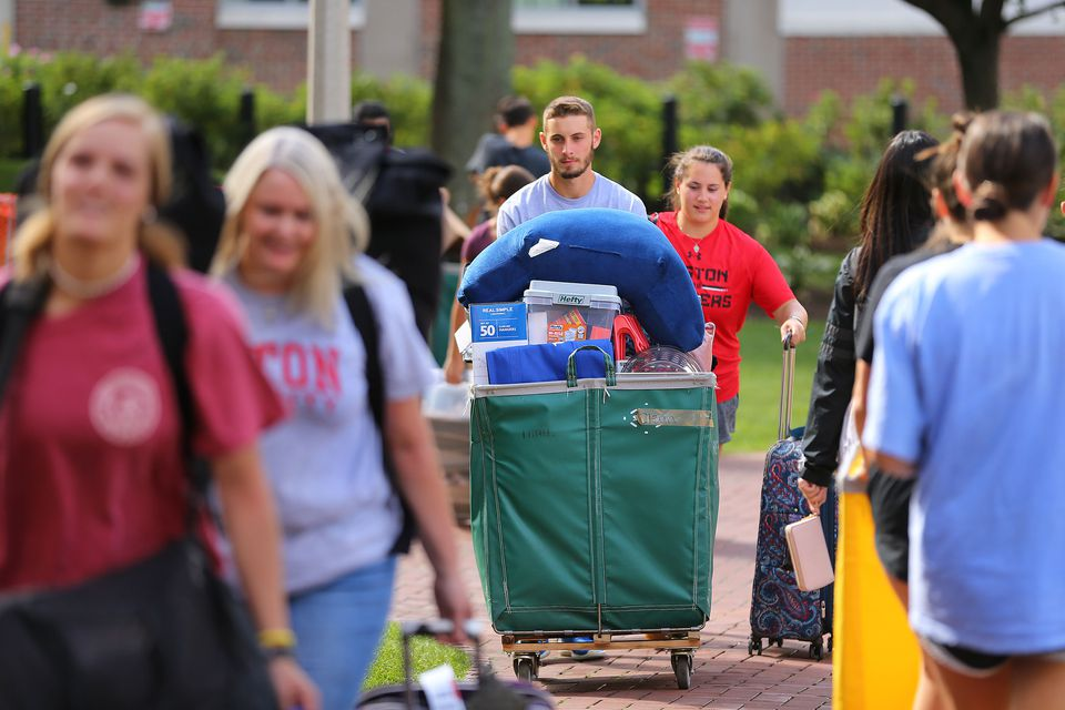 A long procession of students and family members made their way into the dormitories at BU.