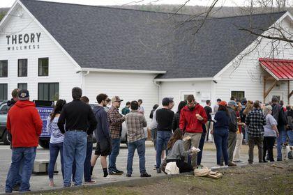 Pot businesses outgrowing piggy banks - The Boston Globe