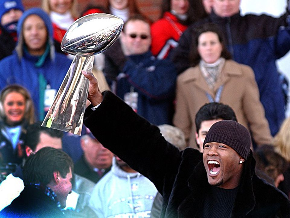 Lawyer Milloy, Super Bowl 36 champion, will speak to the Patriots prior to kickoff.