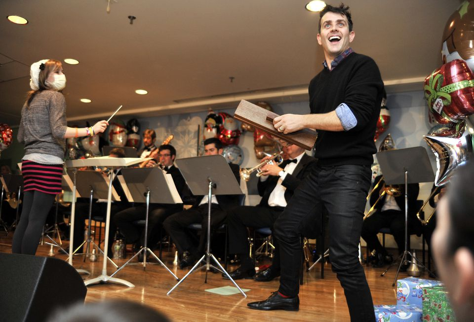 Joey McIntyre and guest conductor Sierra Tourville of Stratham, N.H., entertained patients at Children's Hospital Boston yesterday.