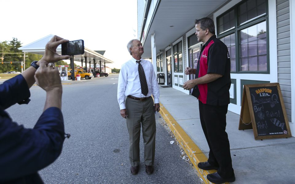 Lincoln Chafee talked with Lobster Q restaurant owner Sean Hopkins during a break on a road trip in Hampstead, N.H.