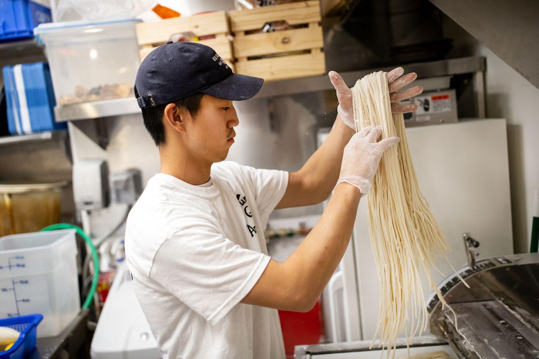 Tomohiro Shinoda prepared udon noodles at Yume Ga Arukara.