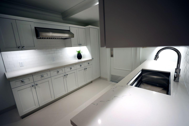 The private kitchen area in hotel room.
