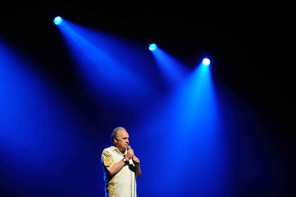 André Ménard, a cofounder of the Festival International de Jazz de Montréal, introduces a performer.