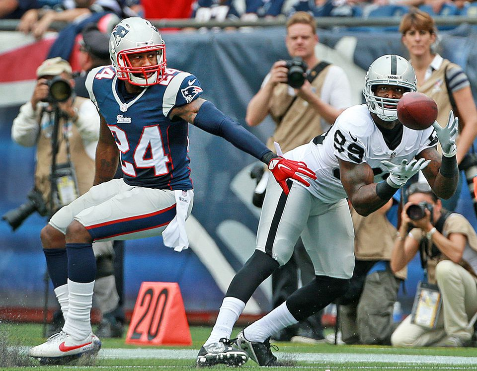 James Jones hauls in an 18-yard pass for an Oakland first down in front of Patriots cornerback Darrelle Revis.