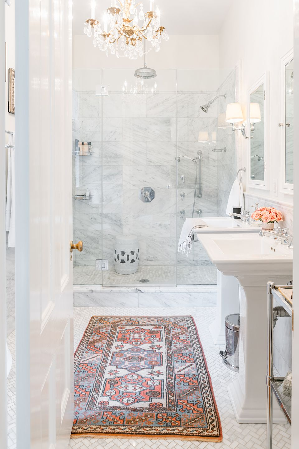 The vintage rug in the master bath is from the used-furnishings site Chairish.