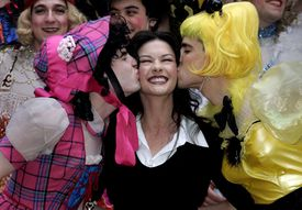 """Actress Catherine Zeta Jones does the """"funky chicken"""" dance before being honored as Hasty Pudding Theatricals' Woman of the Year, at Harvard University in Cambridge, Massachusetts February 10, 2005. Hasty Pudding Theatricals honors an actor and actress each year with a humorous roast and a pudding pot. REUTERS/Brian Snyder ORG XMIT: BKS05D 14hasty 18HastyPudding"""
