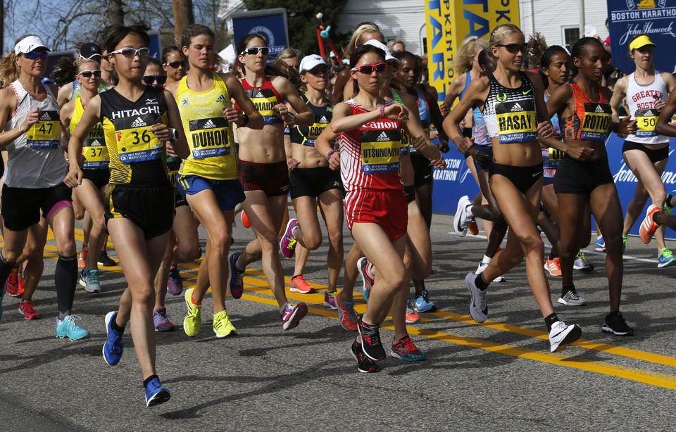 Women elite runners at the starting line.