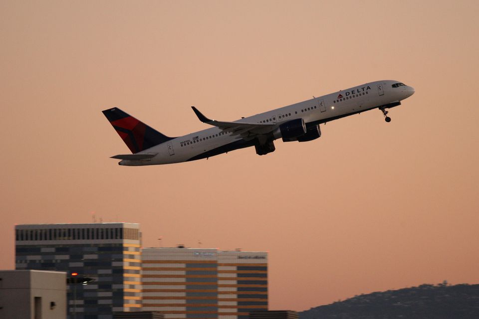 On average, delayed flights only make up around 5 minutes of lost time.