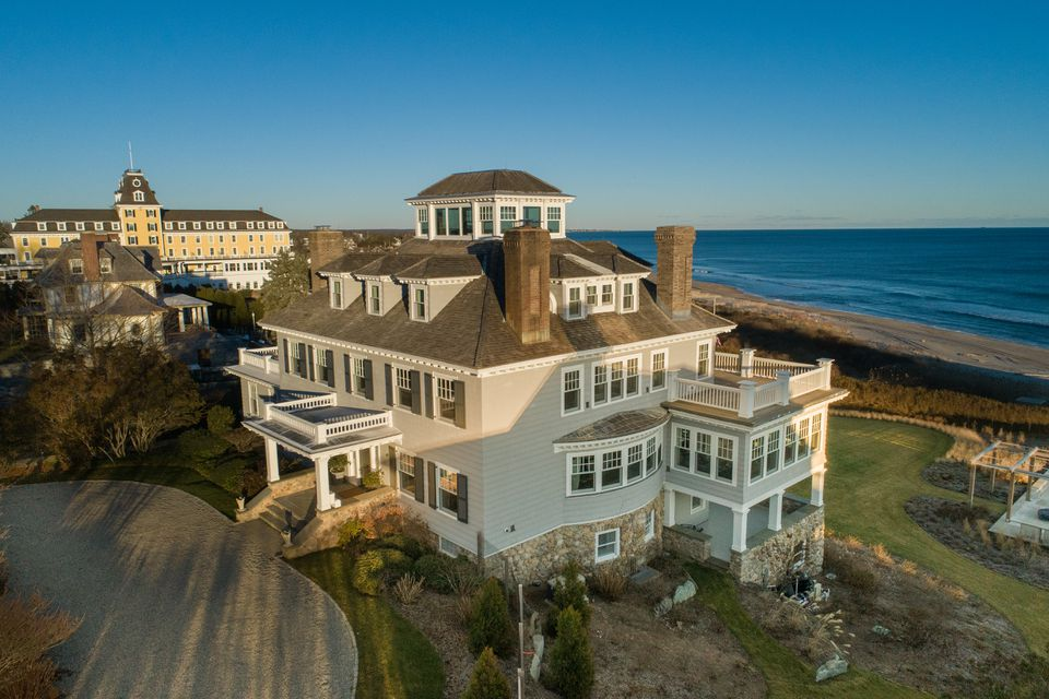 A Home Near Taylor Swift S R I Mansion Is On The Market For 18 9