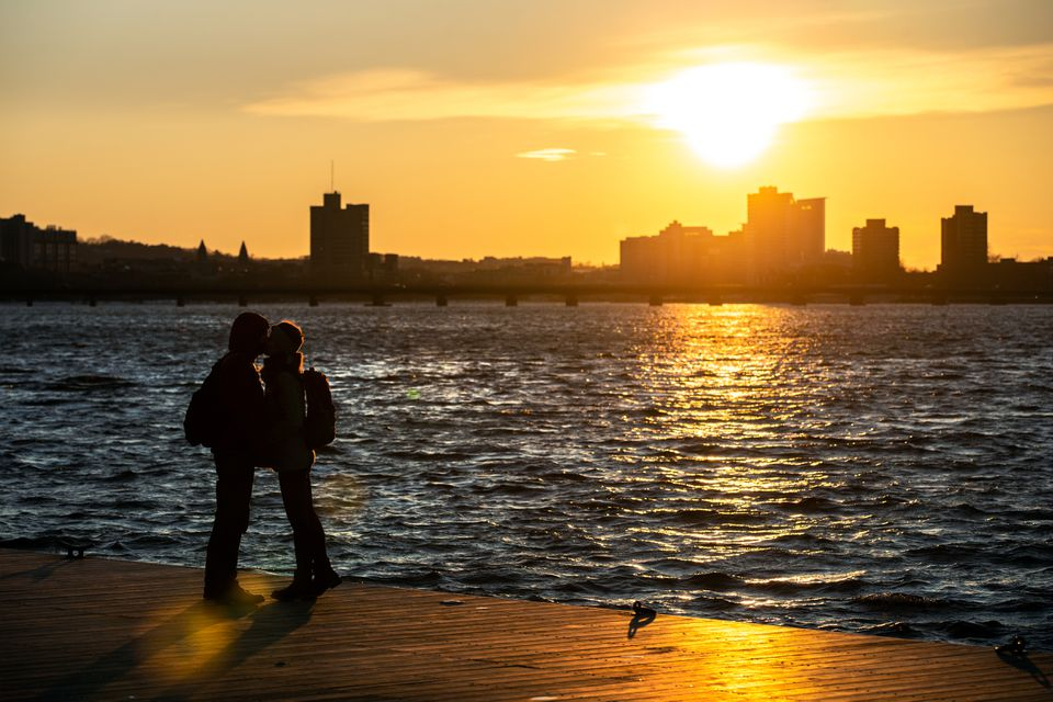 Hamit Sahin and Laura Chambre, a married couple, shared a kiss Monday during the last hour of sunlight on the Esplanade.