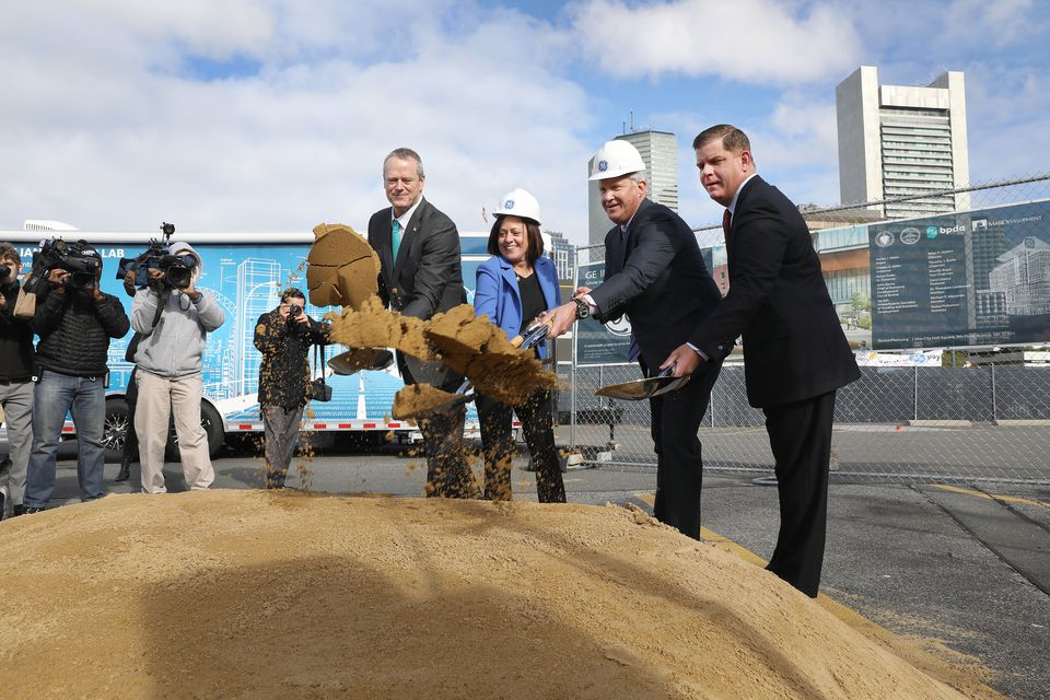 Governor Charlie Baker, General Electric Co. vice president Ann Klee, then-GE chief executive Jeff Immelt, and Mayor Marty Walsh participated at the groundbreaking for the new headquarters in Fort Point in 2017.