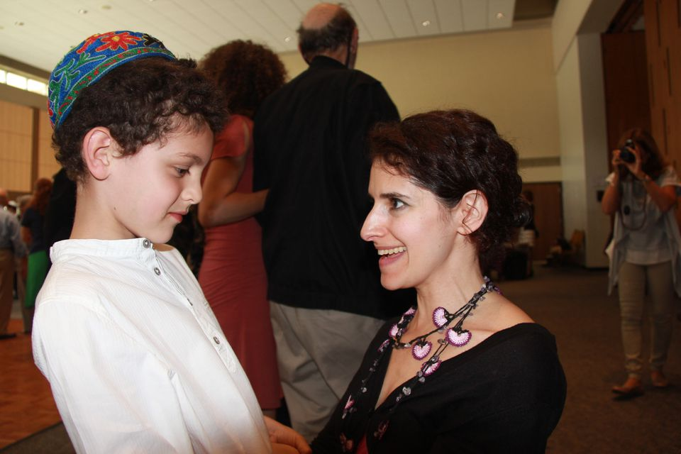 Jessica Kate Meyer connected with Ezra Klauber and other young members as a rabbinic intern at Temple Beth Zion.