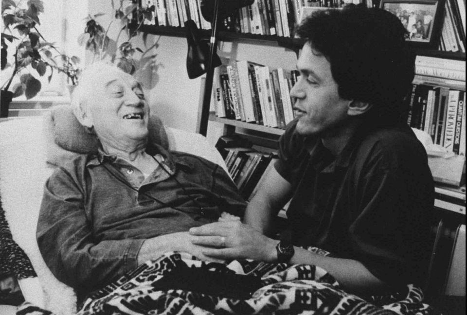 Mitch Albom with Morrie Schwartz in 1995.