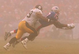 Ben Coates, right, and the Patriots defeated the Steelers for the first home playoff win in team history on Jan. 5, 1997.