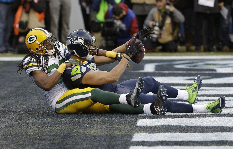 Seahawks receiver Jermaine Kearse catches a 35-yard touchdown pass in overtime in front of Packers cornerback Tramon Williams.