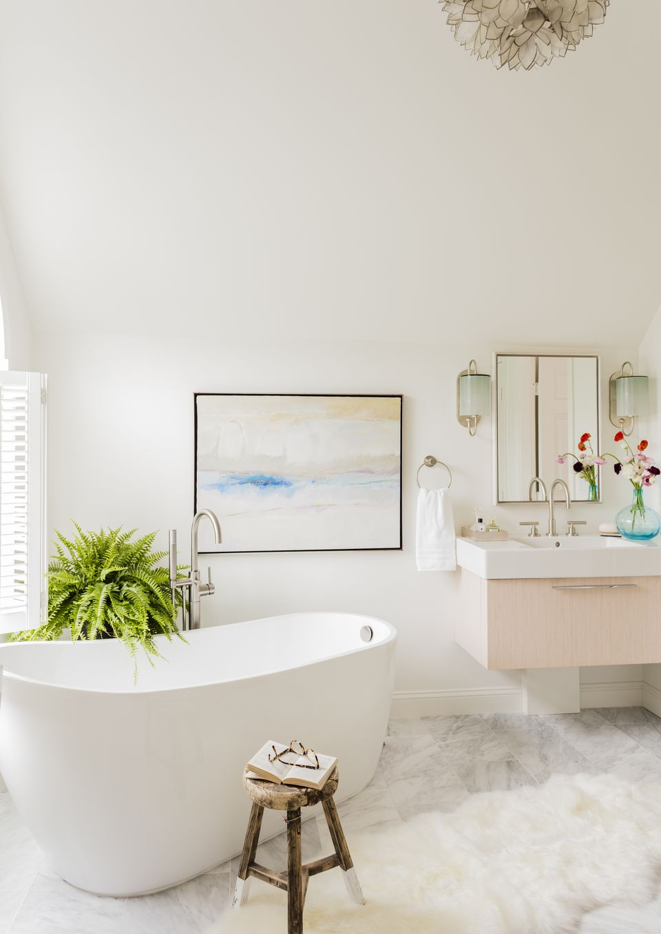 Pastel colors and an oil painting by Robert DiGiovanni brightened the room.