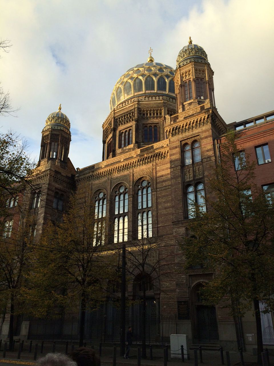 The New Berlin synagogue rises above the Spree River as Jewish life returns to Berlin.