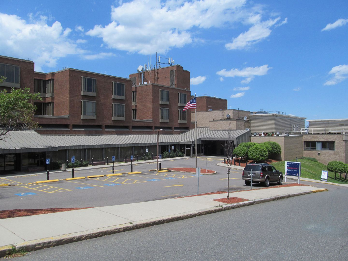 The emergency entrance at Somerville Hospital before new signs were added.