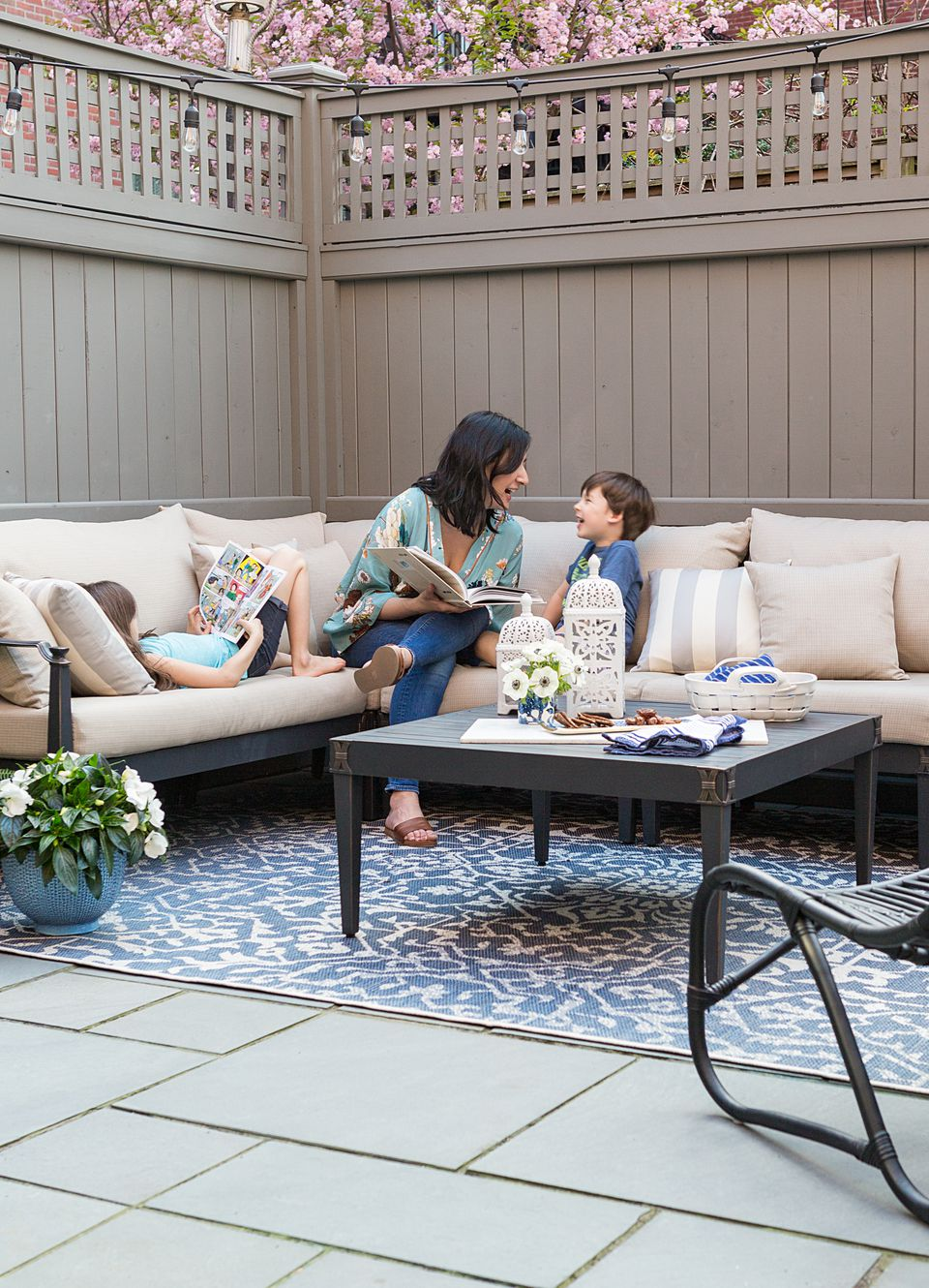 The indoor-outdoor rug on the patio can be hosed down for easy maintenance.