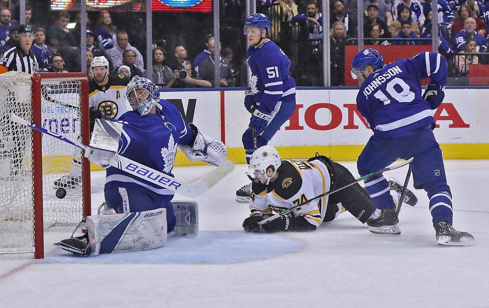Jake DeBrusk gave the Bruins a 3-1 lead in the second period.