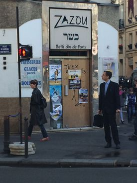 A Jewish cafe in Paris, now closed, signals a fading community.