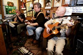 The Shannon Door Pub offers a wide slate of nightly entertainment.
