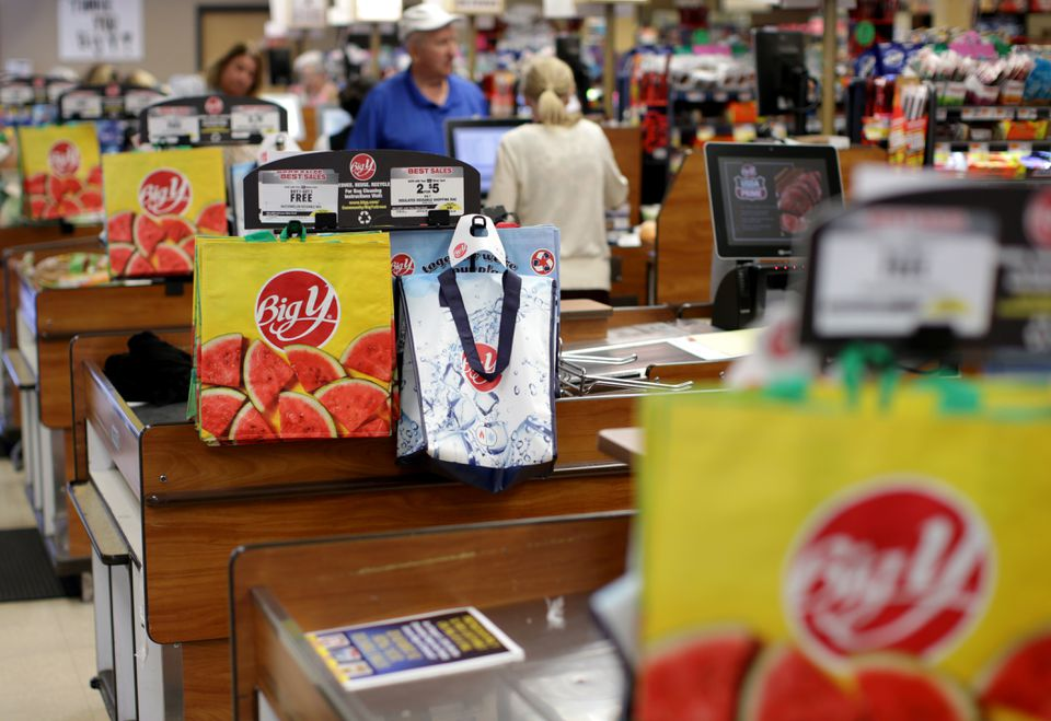 Reusable bags at the Big Y. (JONATHAN WIGGS/GLOBE STAFF)