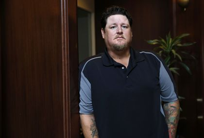 Former Red Sox pitcher settles claim with doctor, MGH for