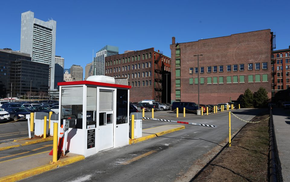 General Electric will move to a 2.5-acre site in Fort Point that includes two older buildings and a portion of a parking lot off A Street.