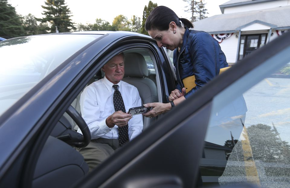 Lincoln Chafee reviewed notes with aide Debbie Rich before a forum last month in Sandown, N.H. Rich began working for Chafee when he was Warwick, R.I., mayor in 1997.